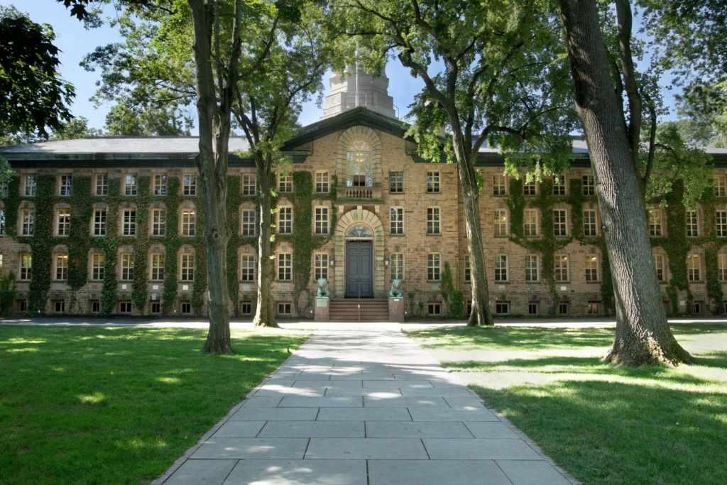 universitas di amerika