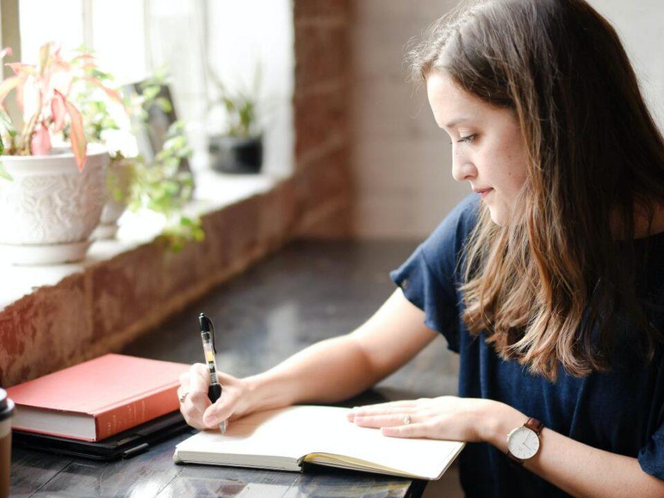 Contoh Essay Beasiswa Kuliah di Luar Negeri