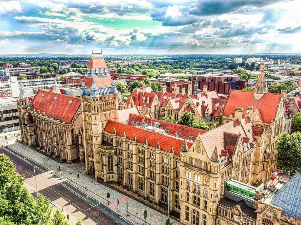 Pecinta Fashion, Ini 4 Universitas di Inggris dengan Jurusan Fashion Design Buat Kamu!